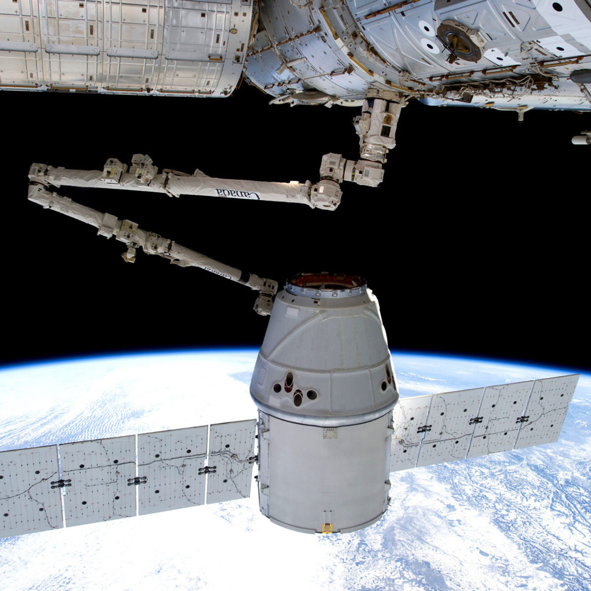 SpaceX Dragon and the International Space Station: The miracle of berth. Credit: NASA