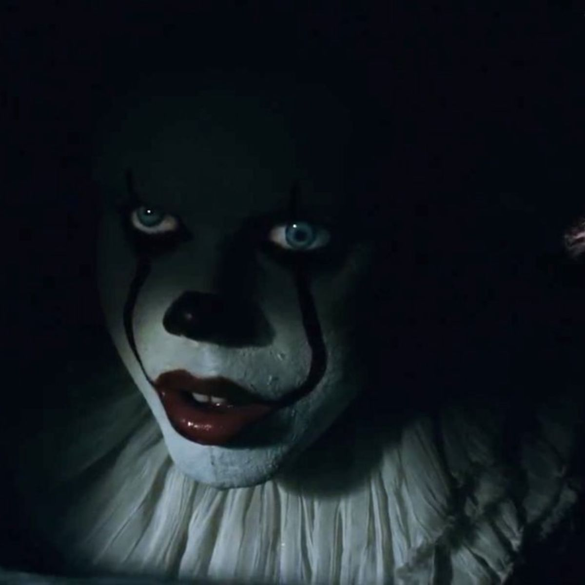 stephen king s it outtake has a different spin on pennywise s first
