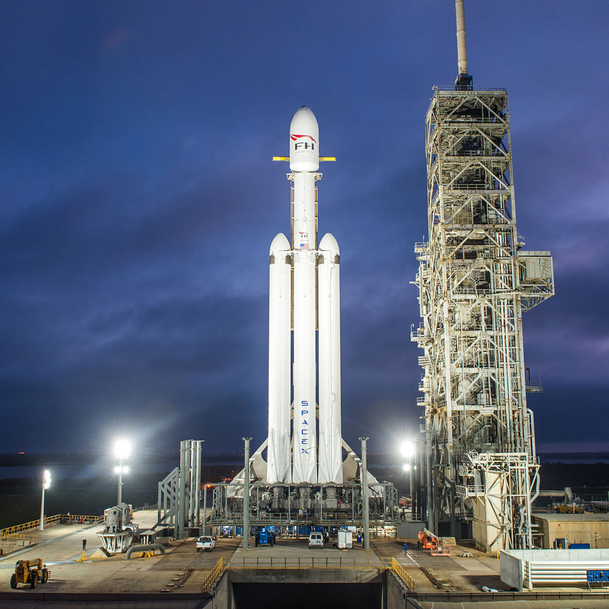 The Falcon Heavy sits on the launch pad in Florida, awaiting launch. Credit: SpaceX