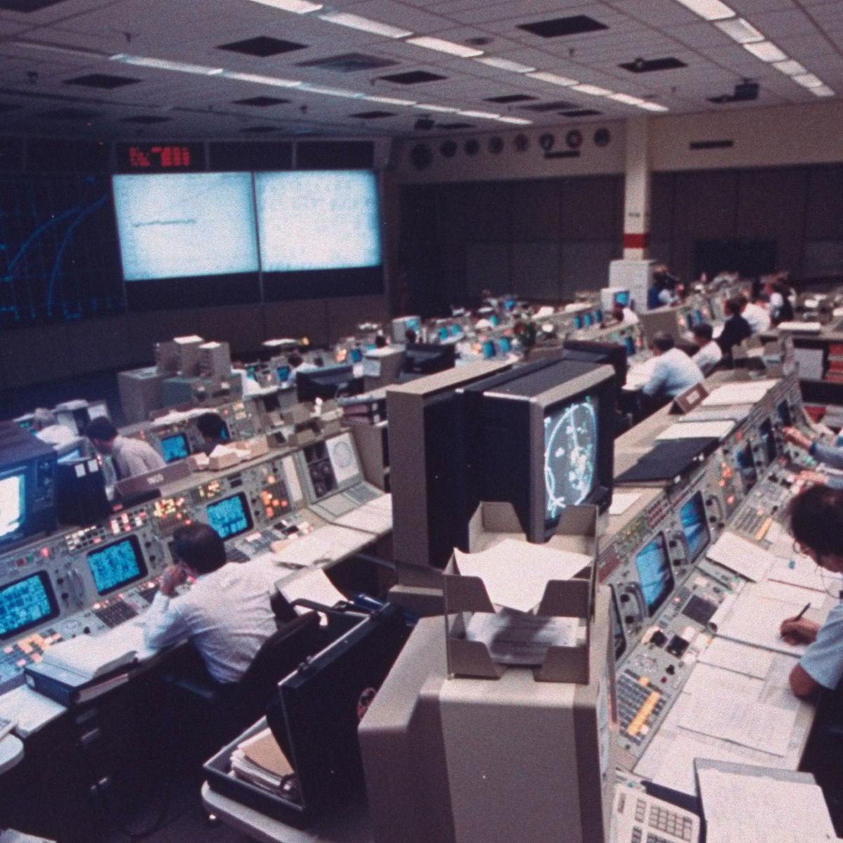 johnson-space-center-mission-control