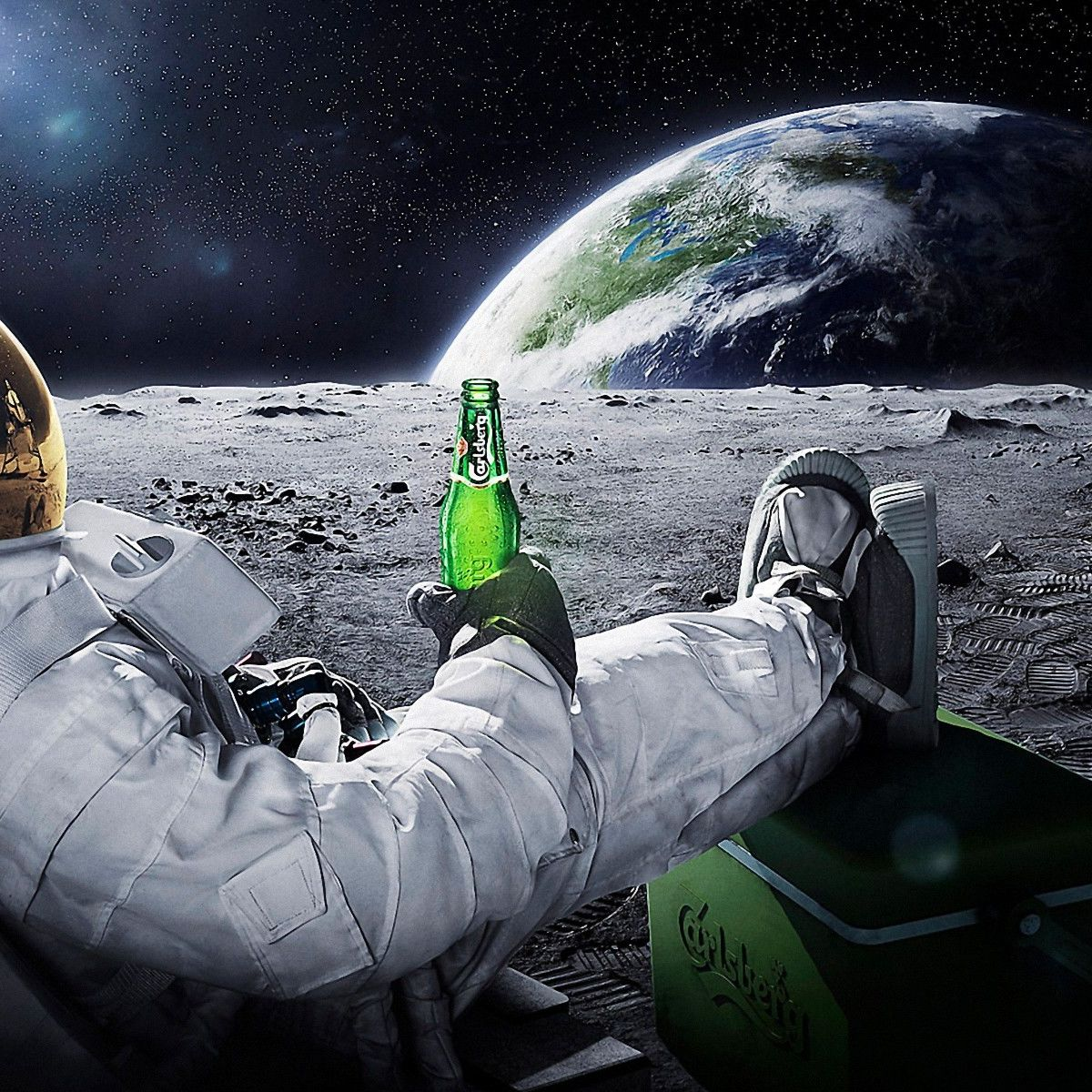 22917_3d_space_scene_astronaut_chilling_on_the_moon_with_beer_0.jpg