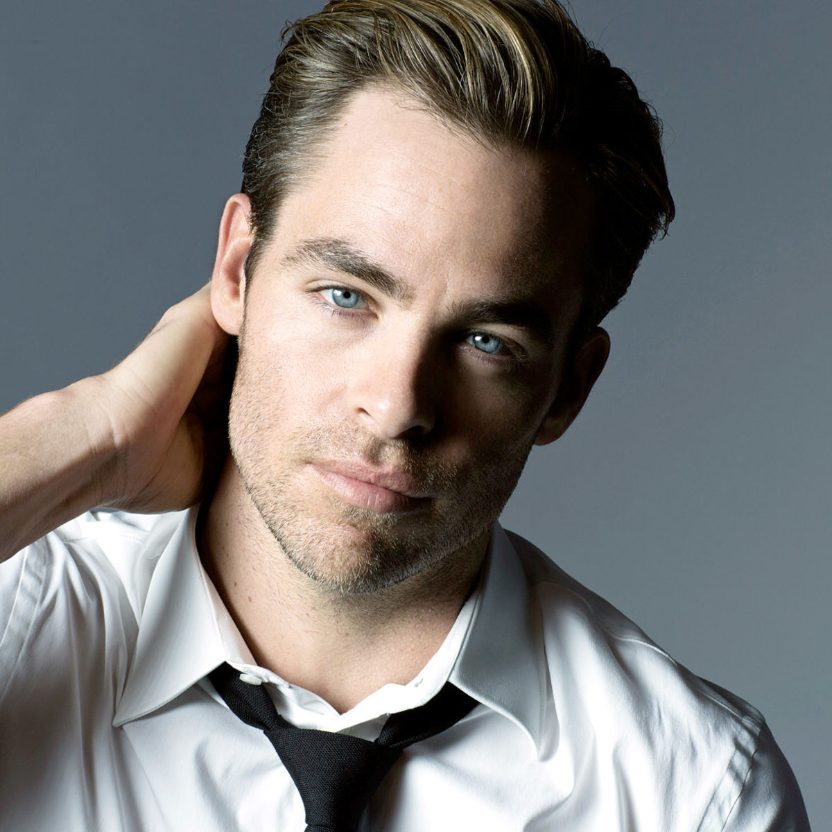 chris pine closes deal to appear in a dc movie blastr syfy wire