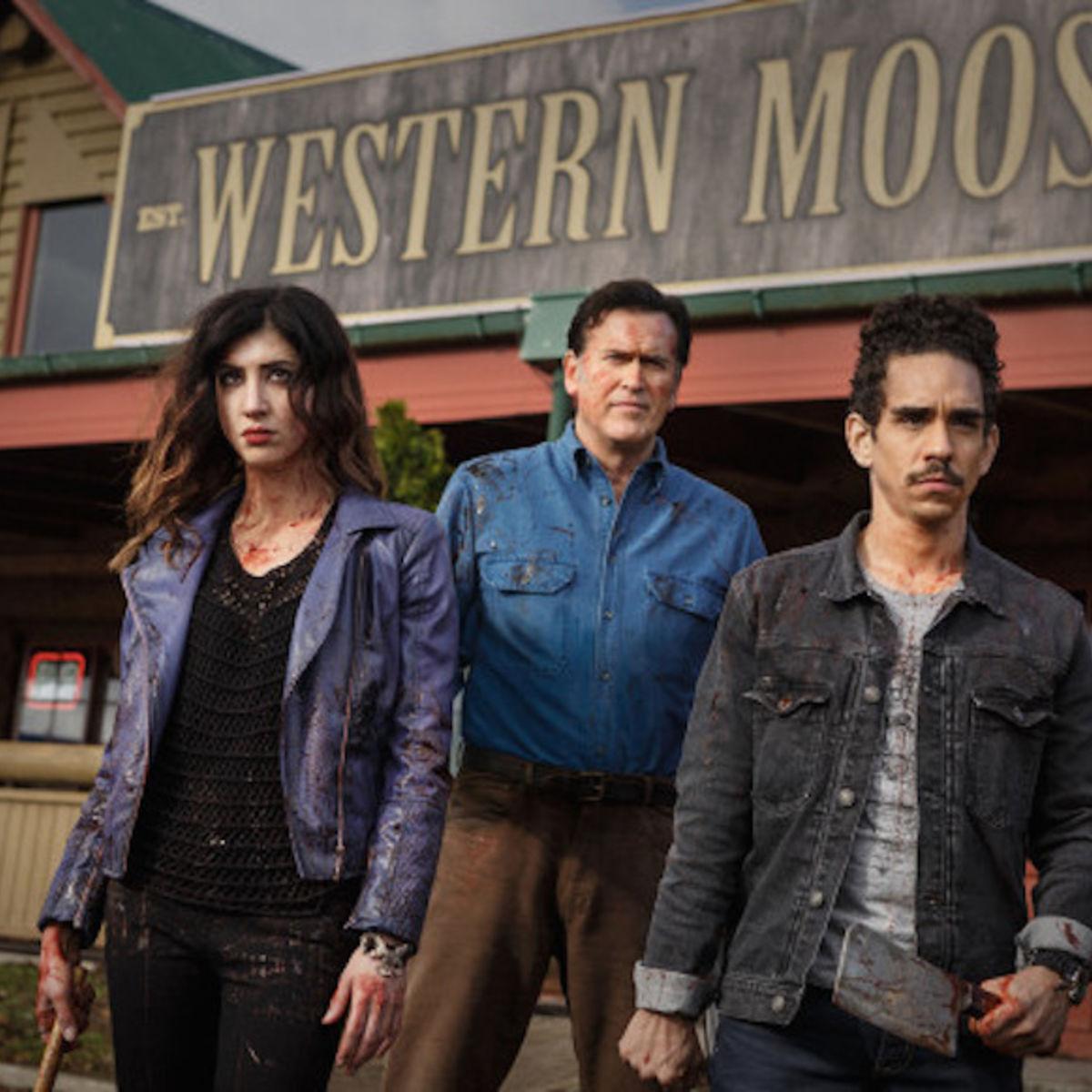 Dana-DeLorenzo-as-Kelly-Bruce-Campbell-as-Ash-Ray-Santiago-as-Pablo-Episode-106-620x400_1.jpg