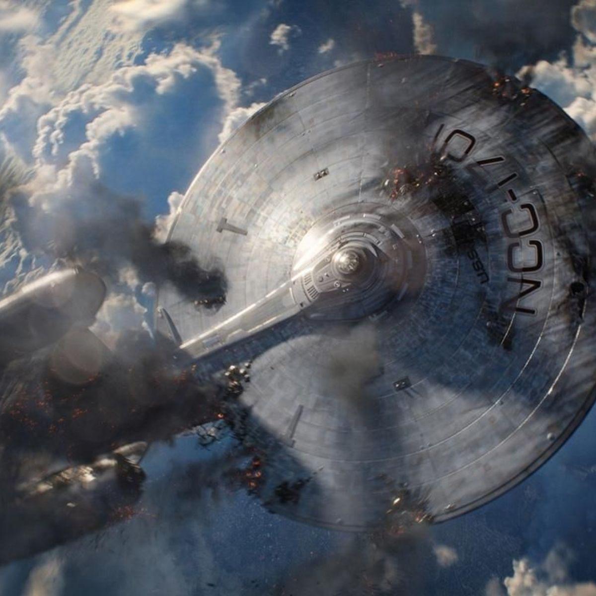 Enterprise-Crashing-Star-Trek-Into-Darkness.jpg