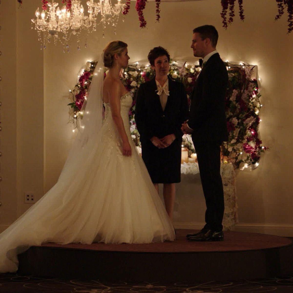 Felicity-Oliver-Wedding-Arrow.jpg