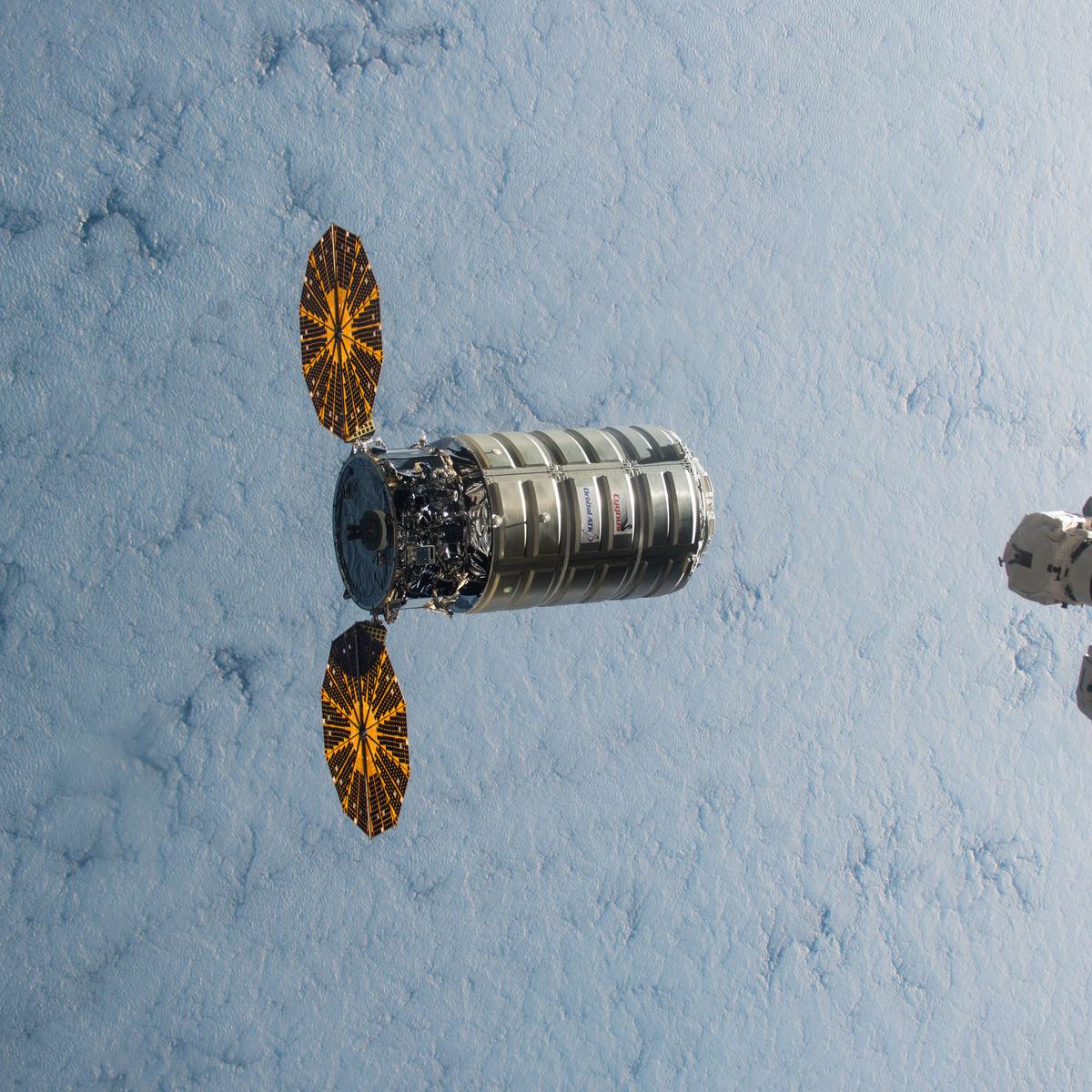 ISS-45_Cygnus_5_approaching_the_ISS_2.jpg