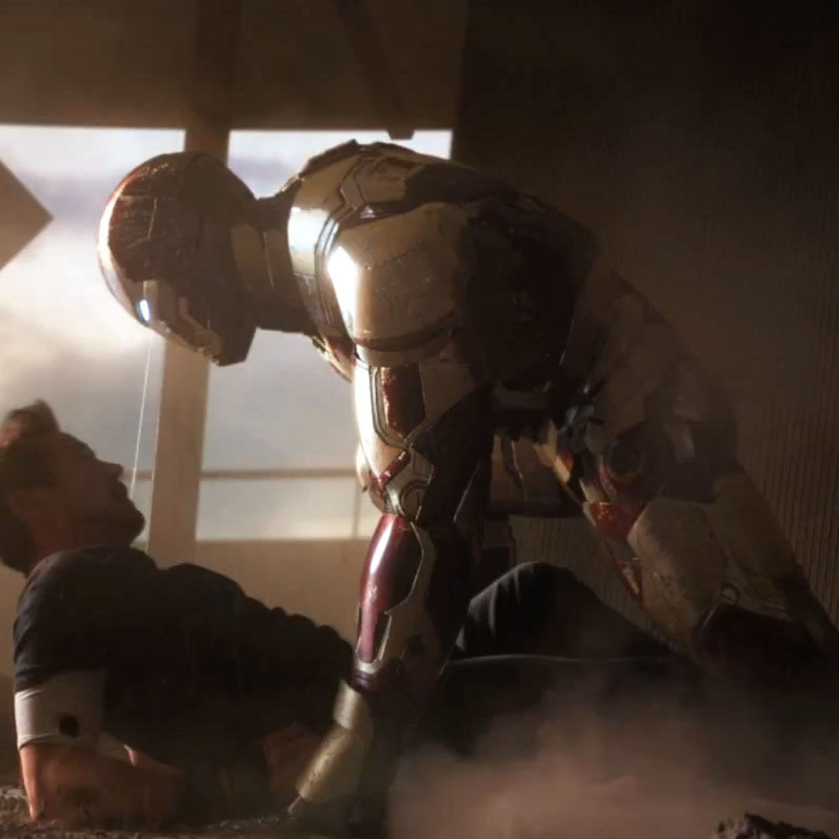 Iron-Man-3-trailer-Still-Stark-Mark-XLVII-copy.jpg