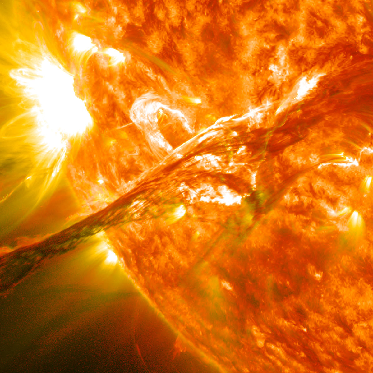Magnificent_CME_Erupts_on_the_Sun_-_August_31_0.jpg