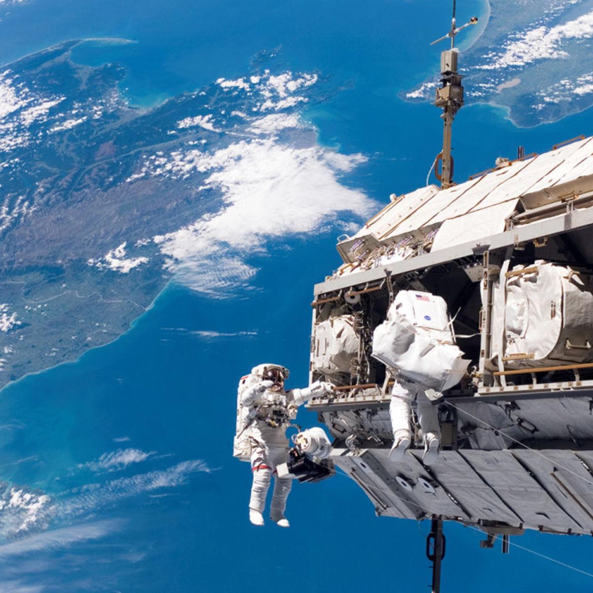 Nasa_Spacewalking_03-1024x678.jpg