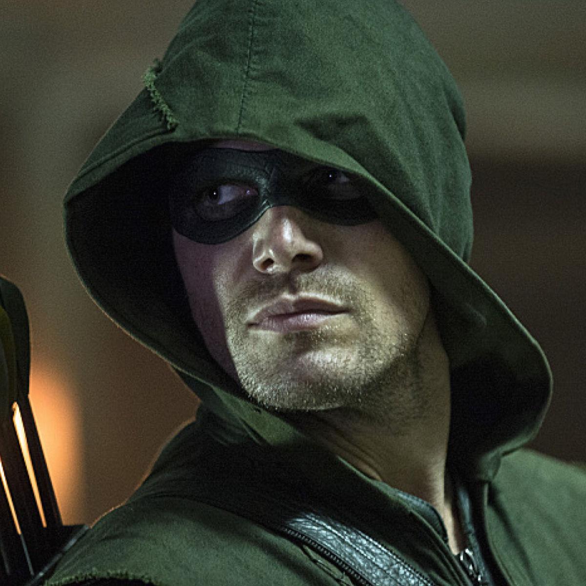 Stephen-Amell-as-Arrow-in-Season-3-Premiere.jpg
