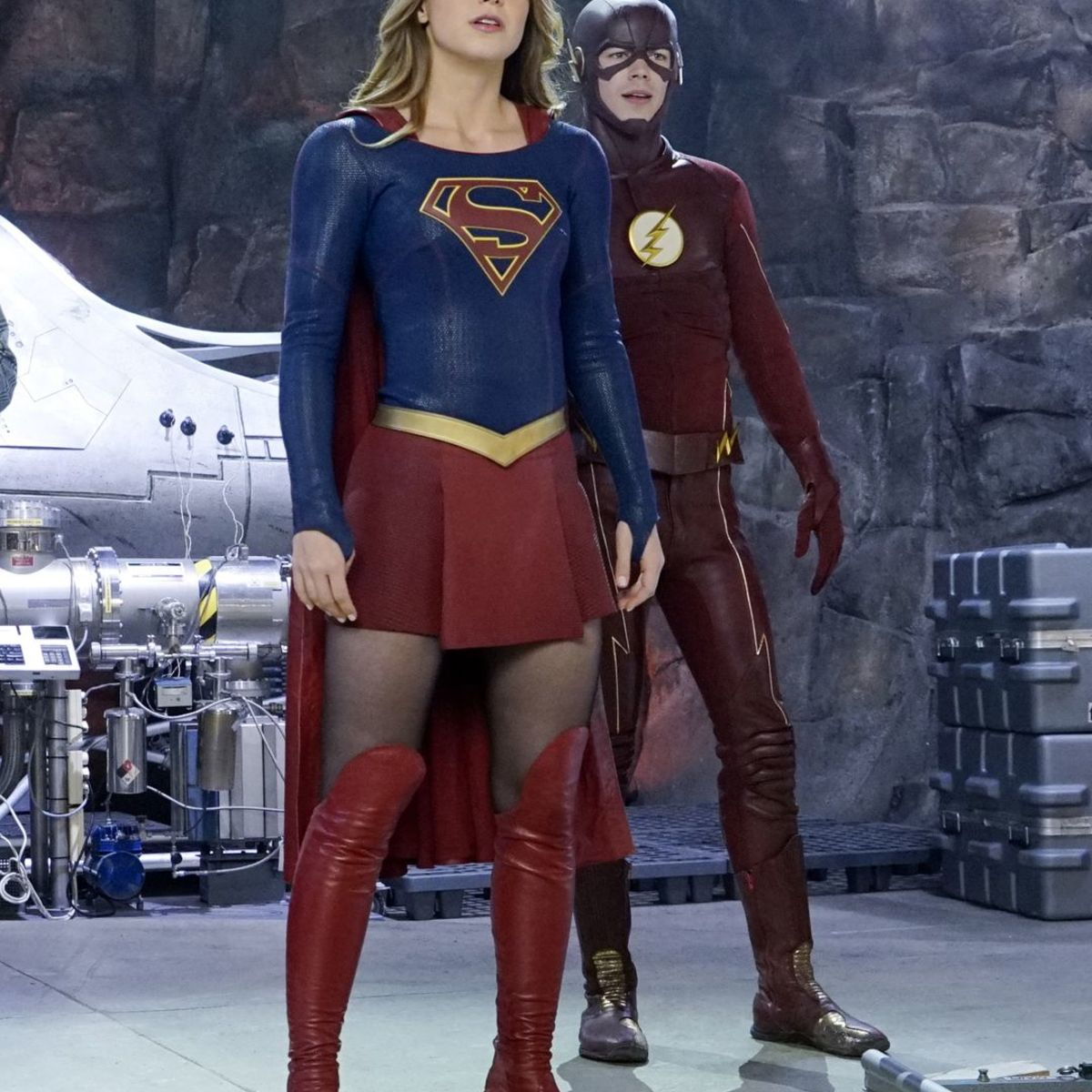 The-Flash-Supergirl-01.jpg