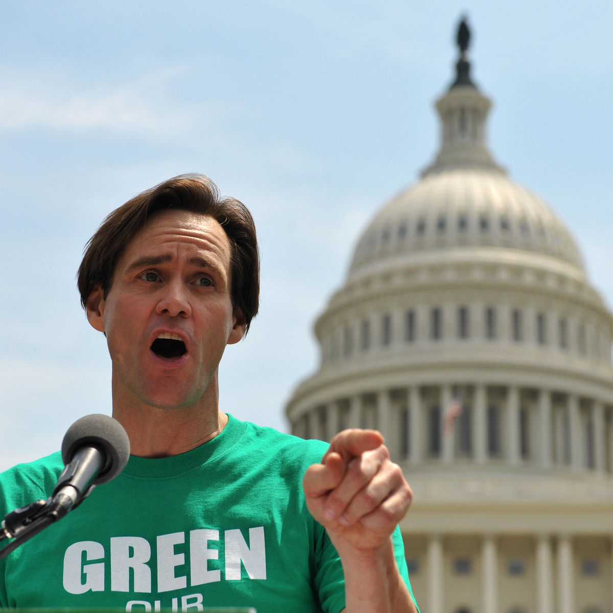 81405695-actor-jim-carrey-speaks-during-a-rally-in-front-of-the.jpg
