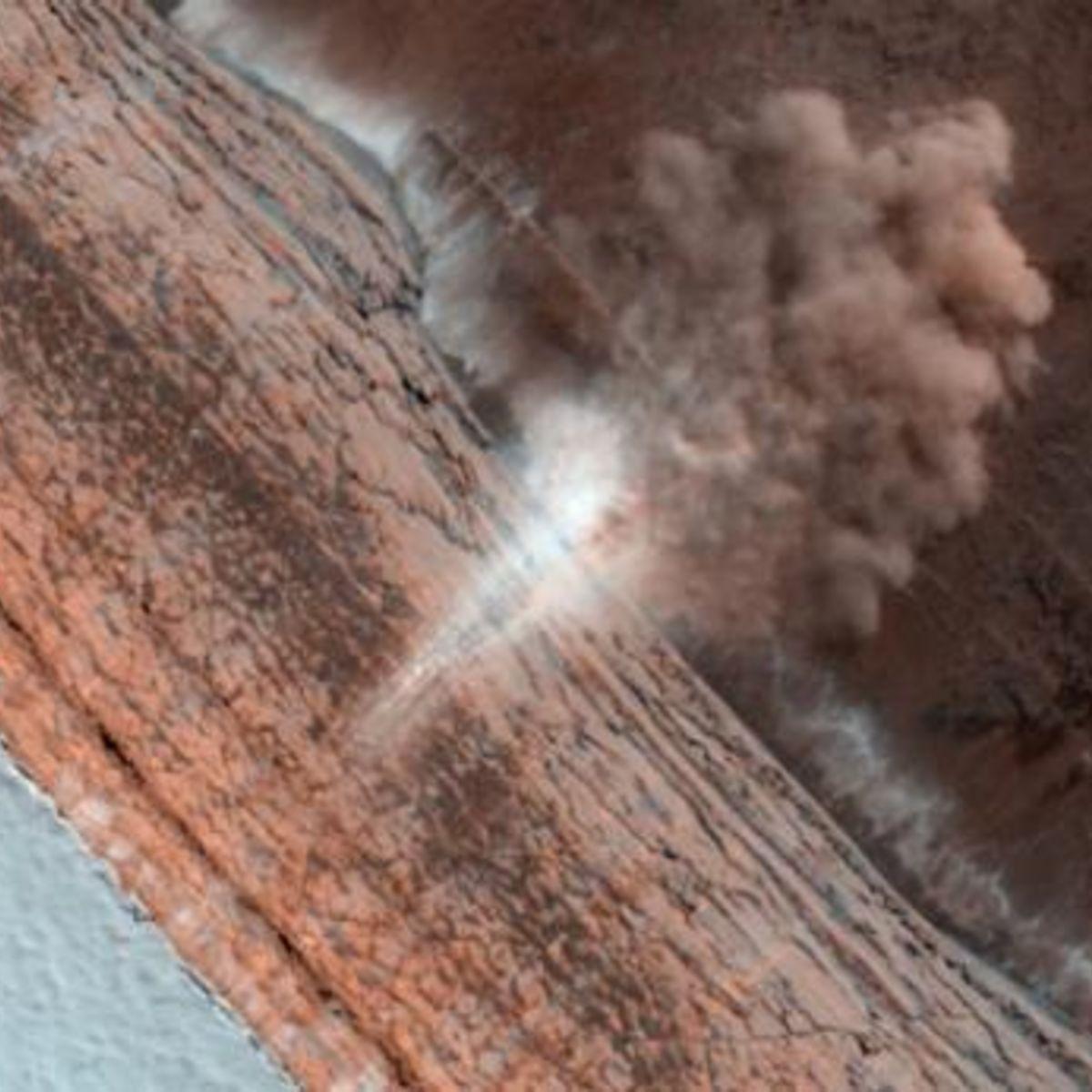 HiRISE_avalanche_March2010_590.jpg.CROP.rectangle-large.jpg