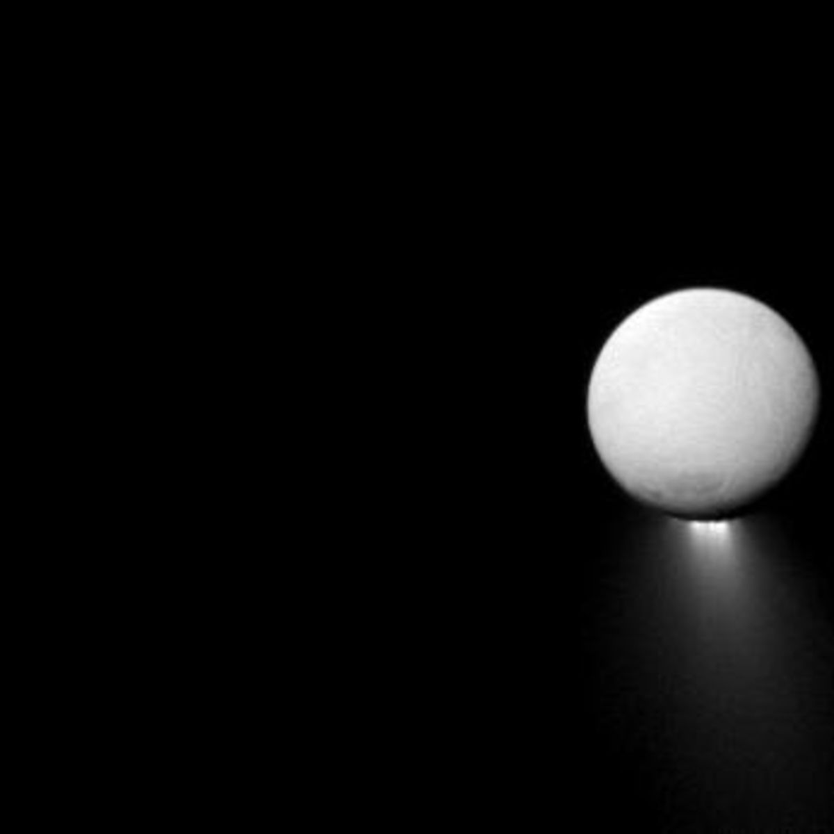 cassini_enceladus_geysers_apr2013.jpg.CROP.rectangle-large.jpg