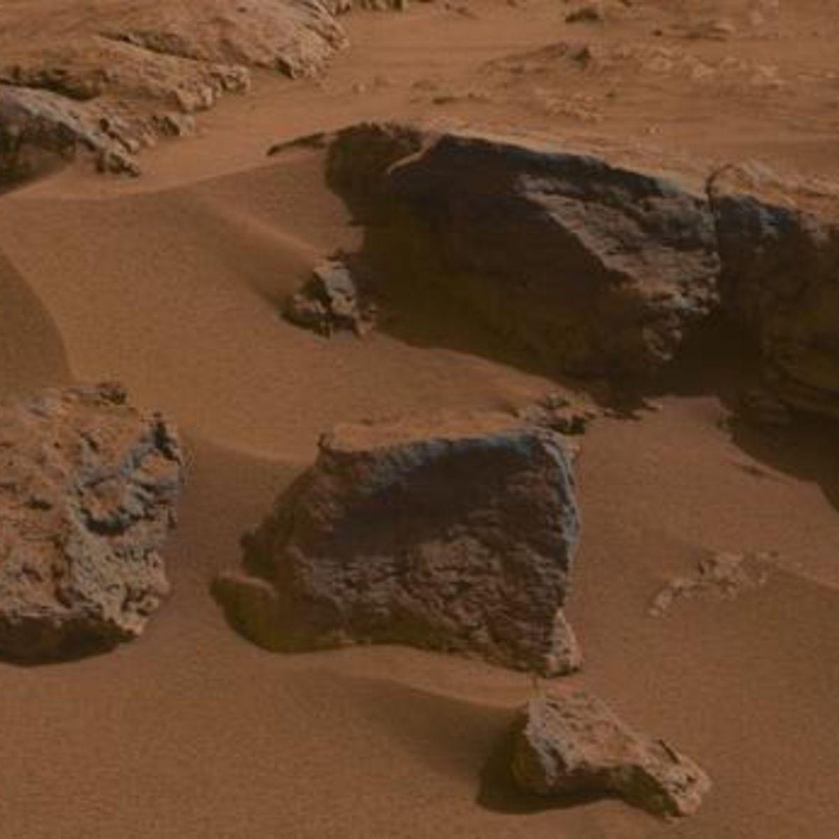 curiosity_rocks_sand.jpg.CROP.rectangle-large.jpg