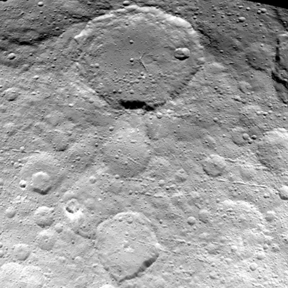 dawn_ceres_closeup_may232015_0.jpg