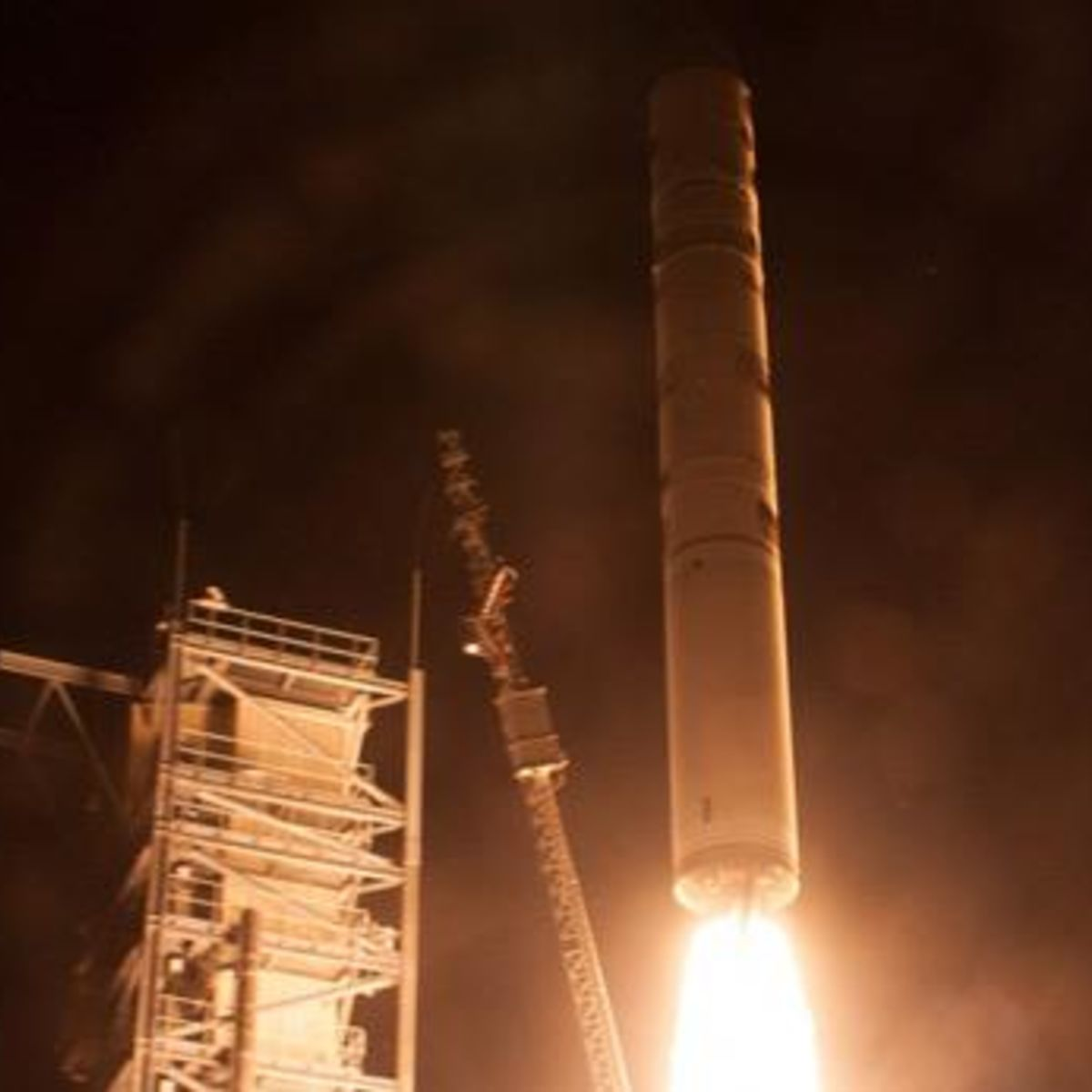 ladee_launch_568.jpg.CROP.rectangle-large.jpg