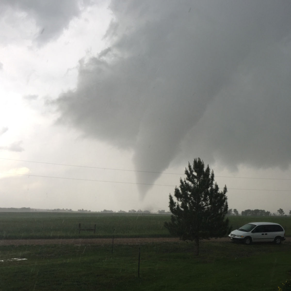 longmont_tornado_1.jpg