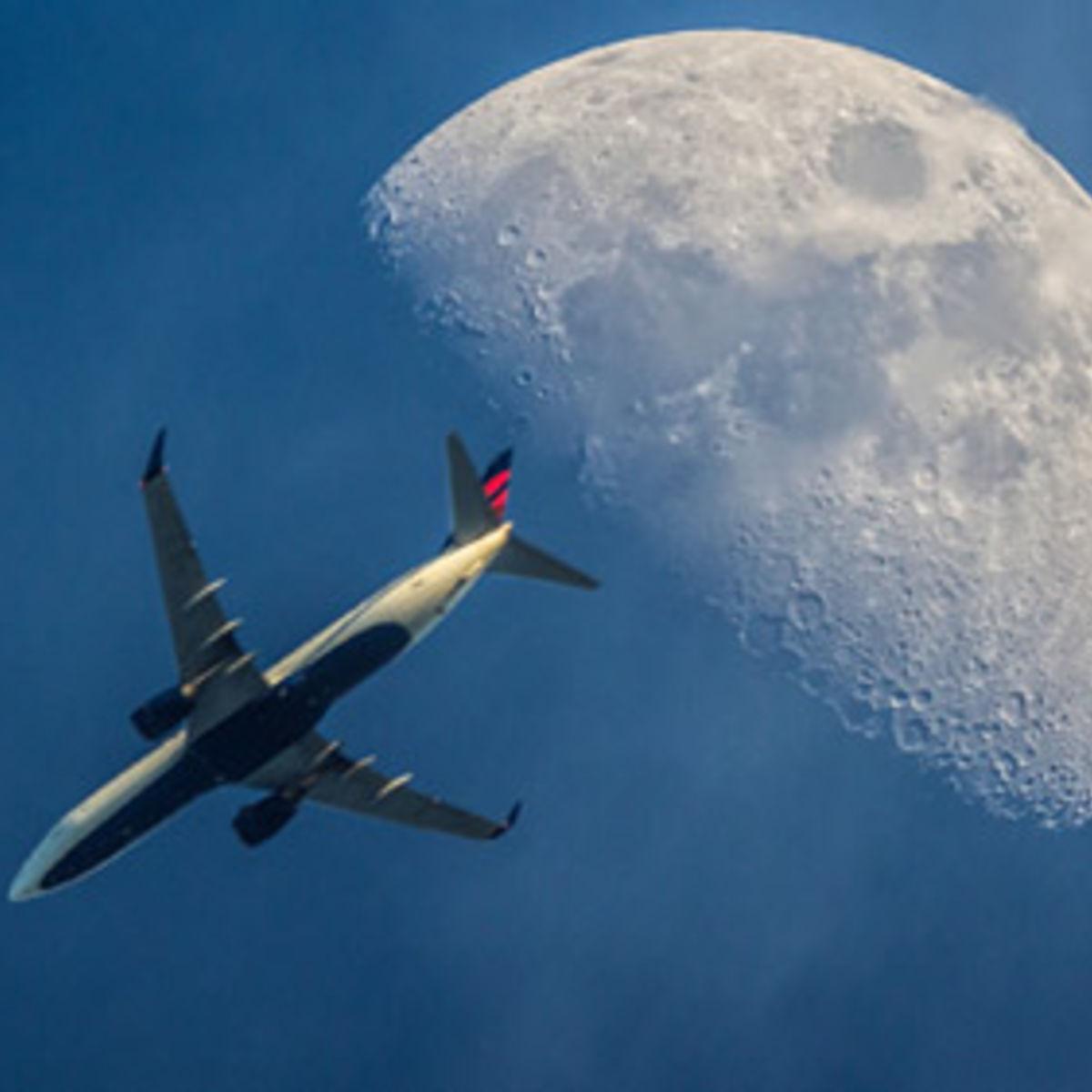 luxemburg_airplane_moon_354_0.jpg