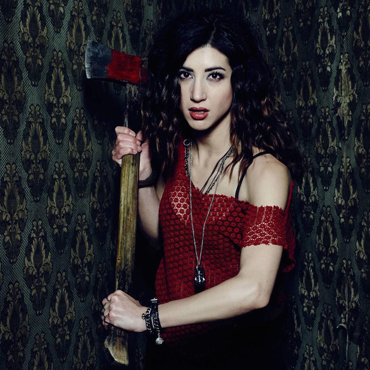 Dana DeLorenzo (as Kelly Maxwell).jpg