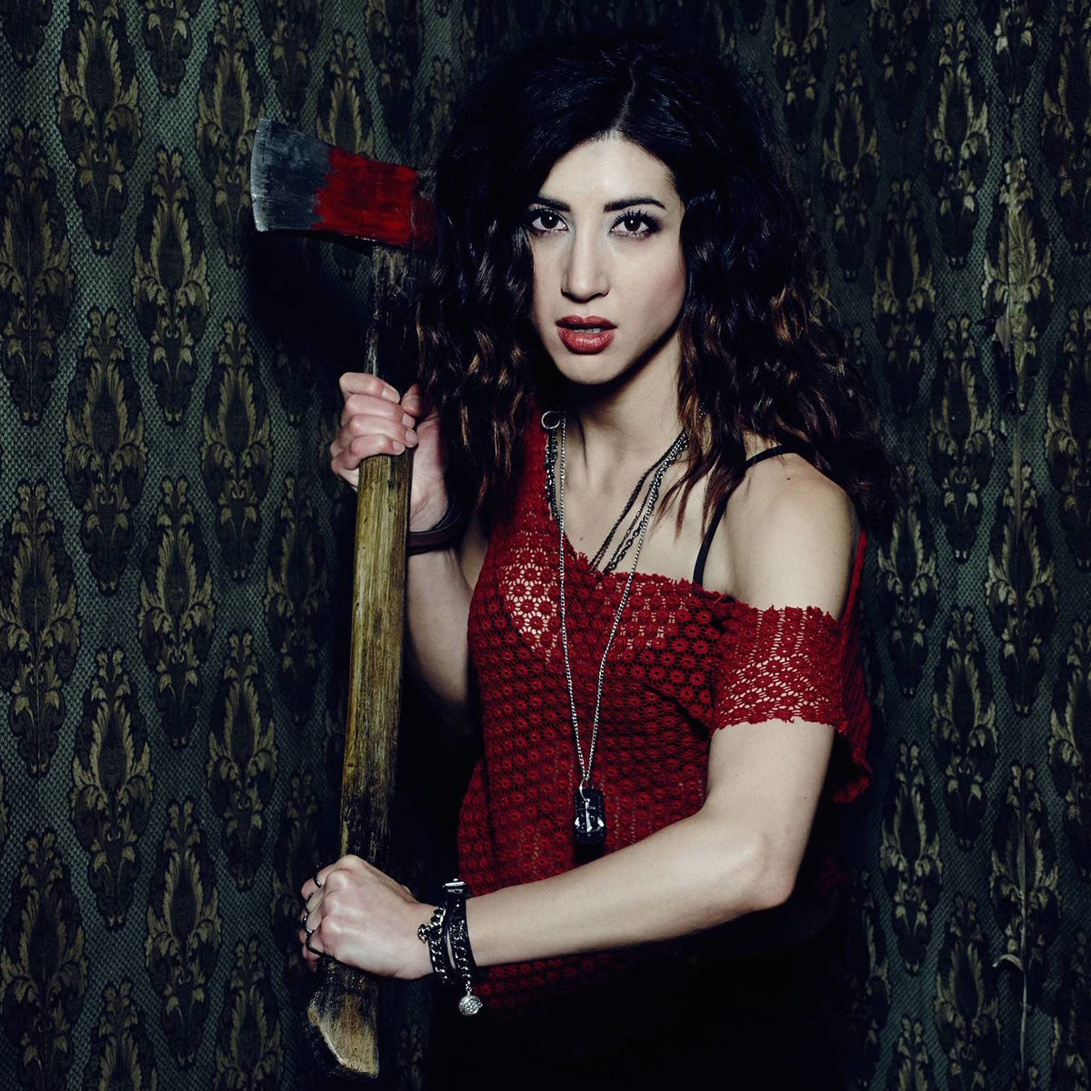 Dana DeLorenzo (as Kelly Maxwell).jpg