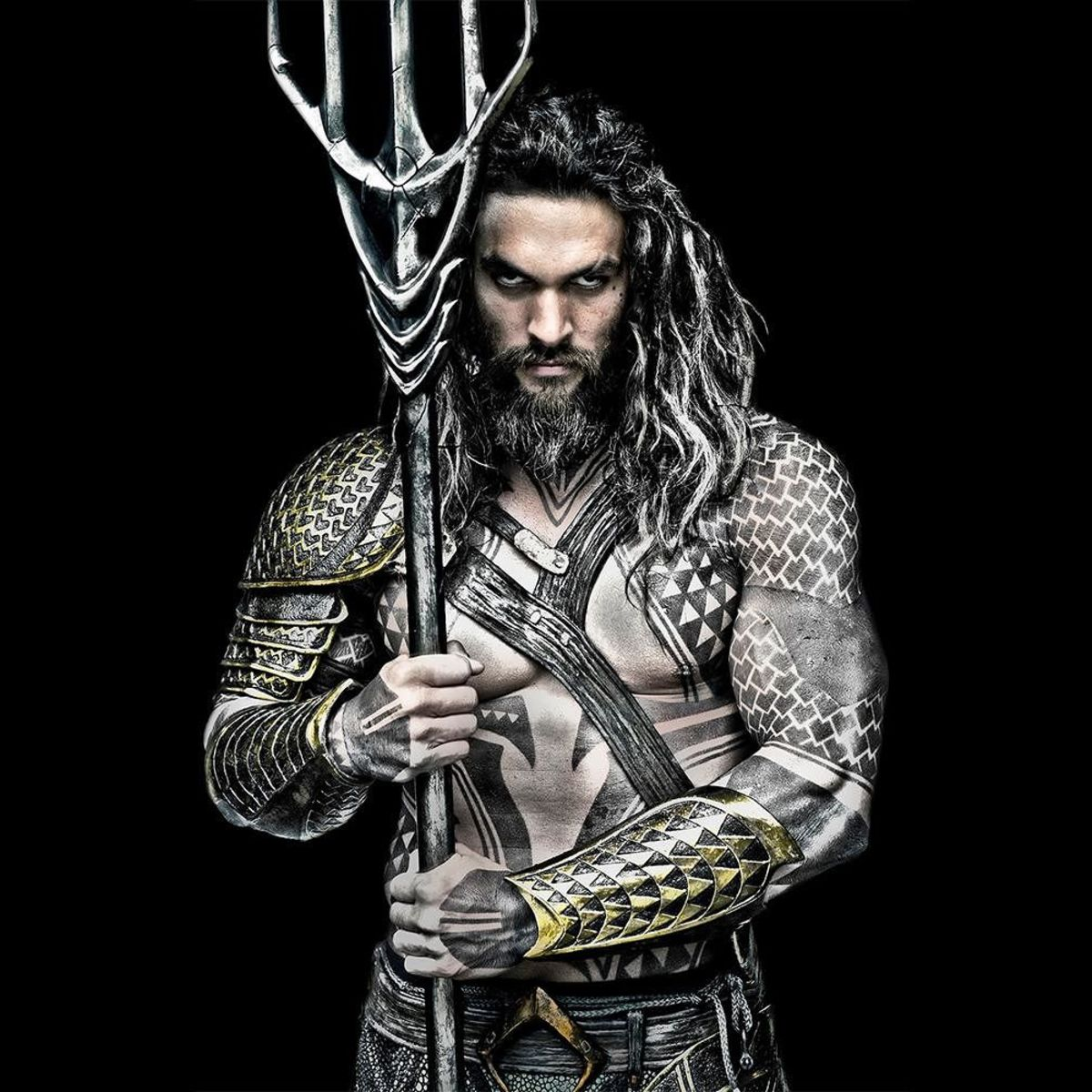 dawn-of-the-justice-league-shows-us-our-first-look-at-jason-momoa-as-aquaman-jason-momoa-800037.jpg