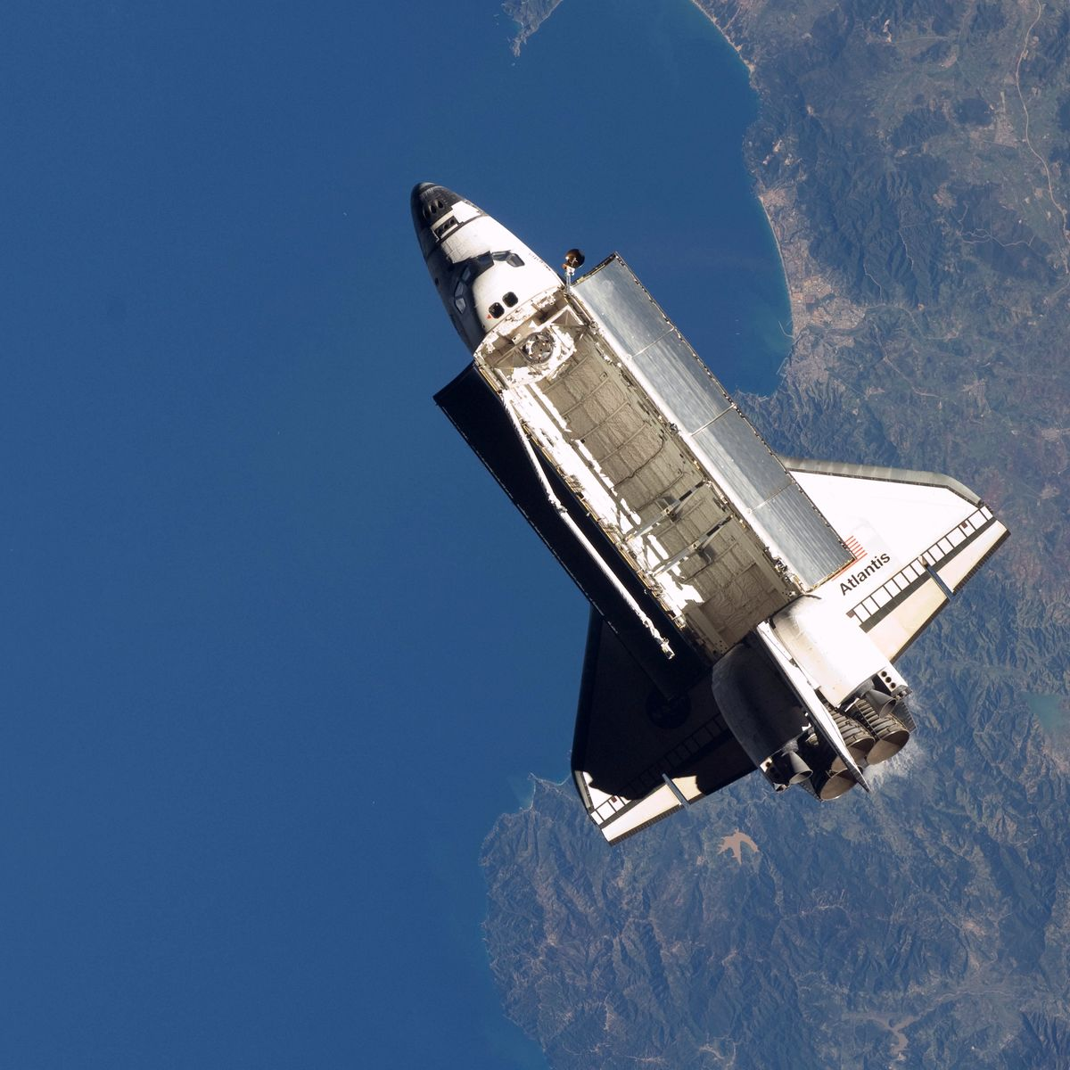 gpw-200911-nasa-iss021-e-032920-space-shuttle-atlantis-sts-129-over-the-mediterranean-sea-20091125-large.jpg