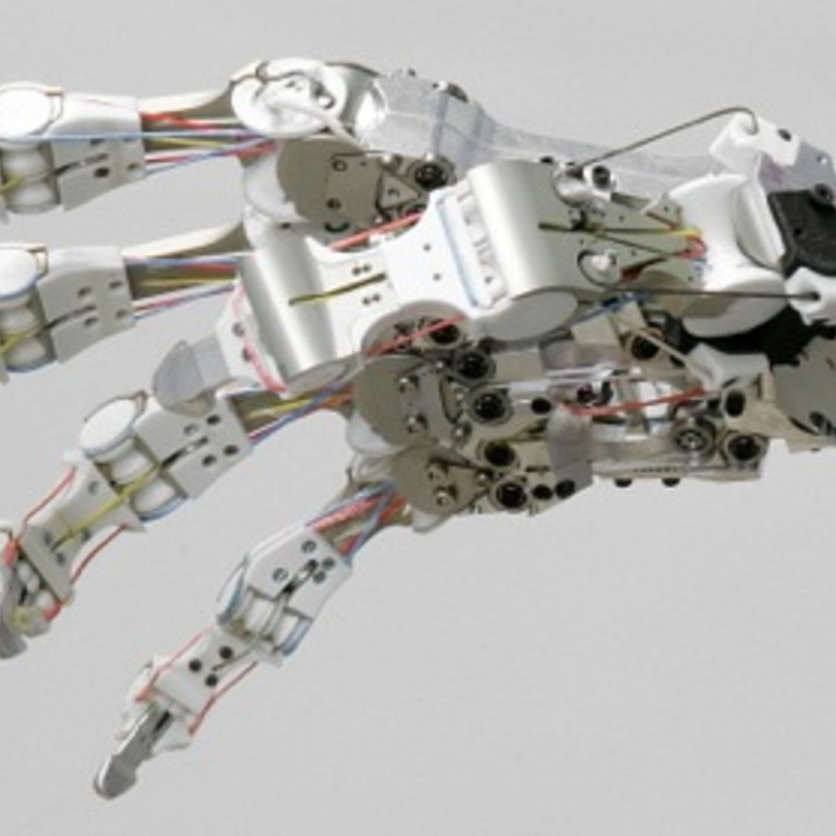 Inventors risk robot uprising by creating real-life Terminator hand ...