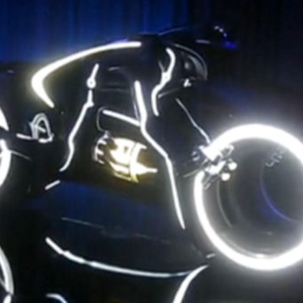 Tron_Legacy_lightcycle_comic_screencap.jpg