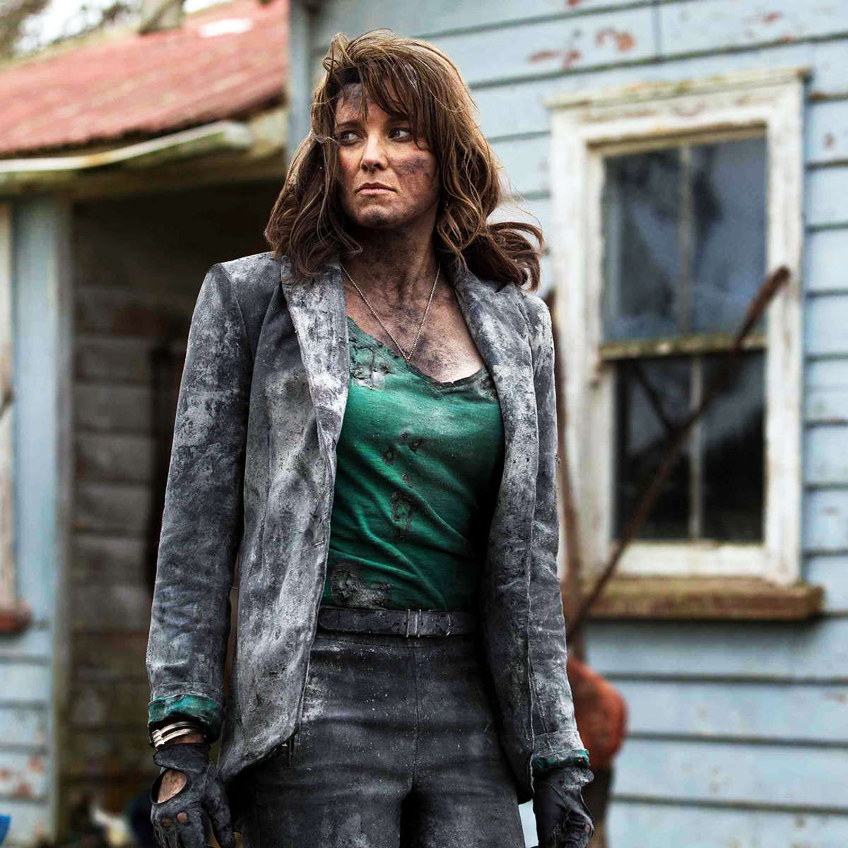 lucy-lawless-ash-vs-evil-dead-1.jpg