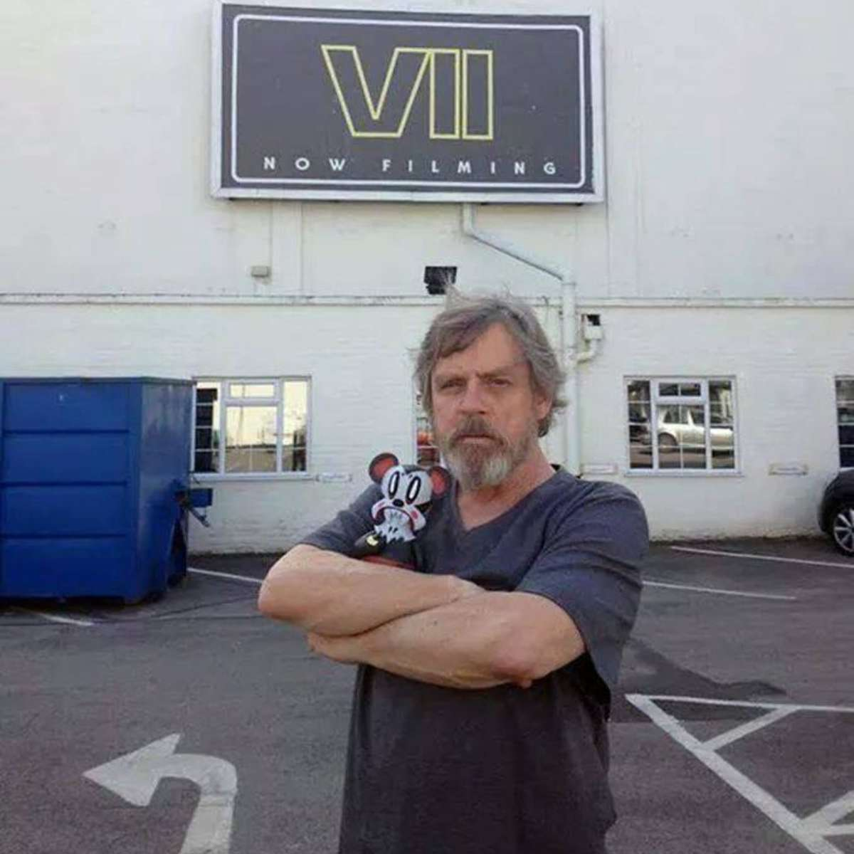 mark-hammills-star-wars-episode-vii-set-teaser-photo.jpg