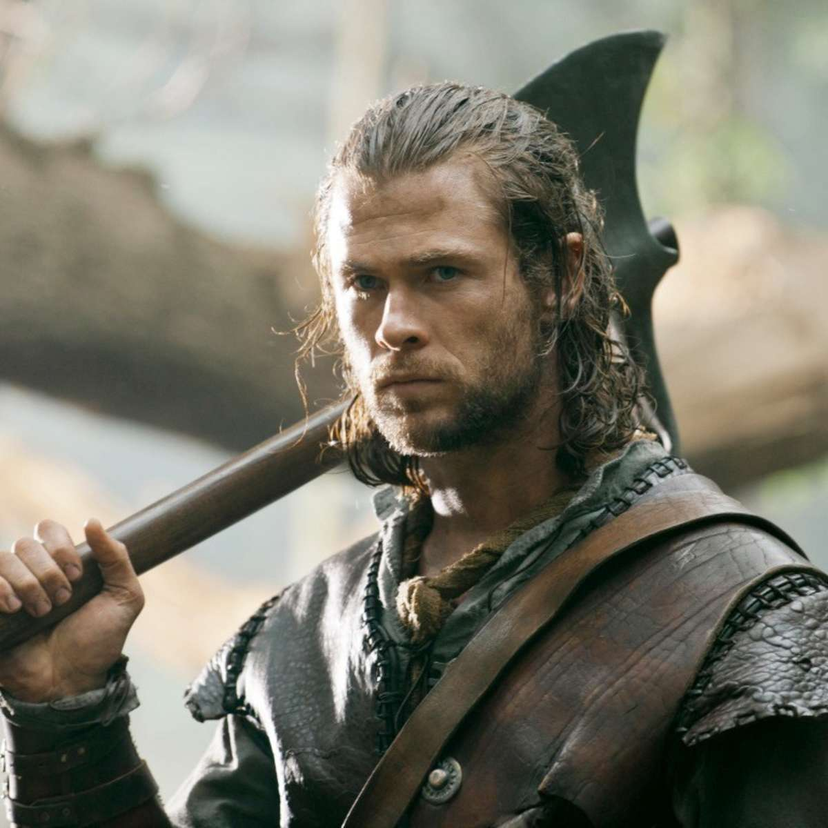 snow-white-huntsman-still10 chris hemsworth the huntsman.jpg