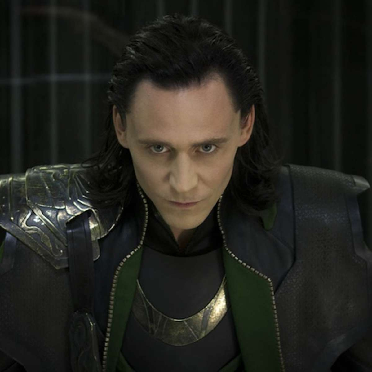 tom-hiddleston-crow.jpg