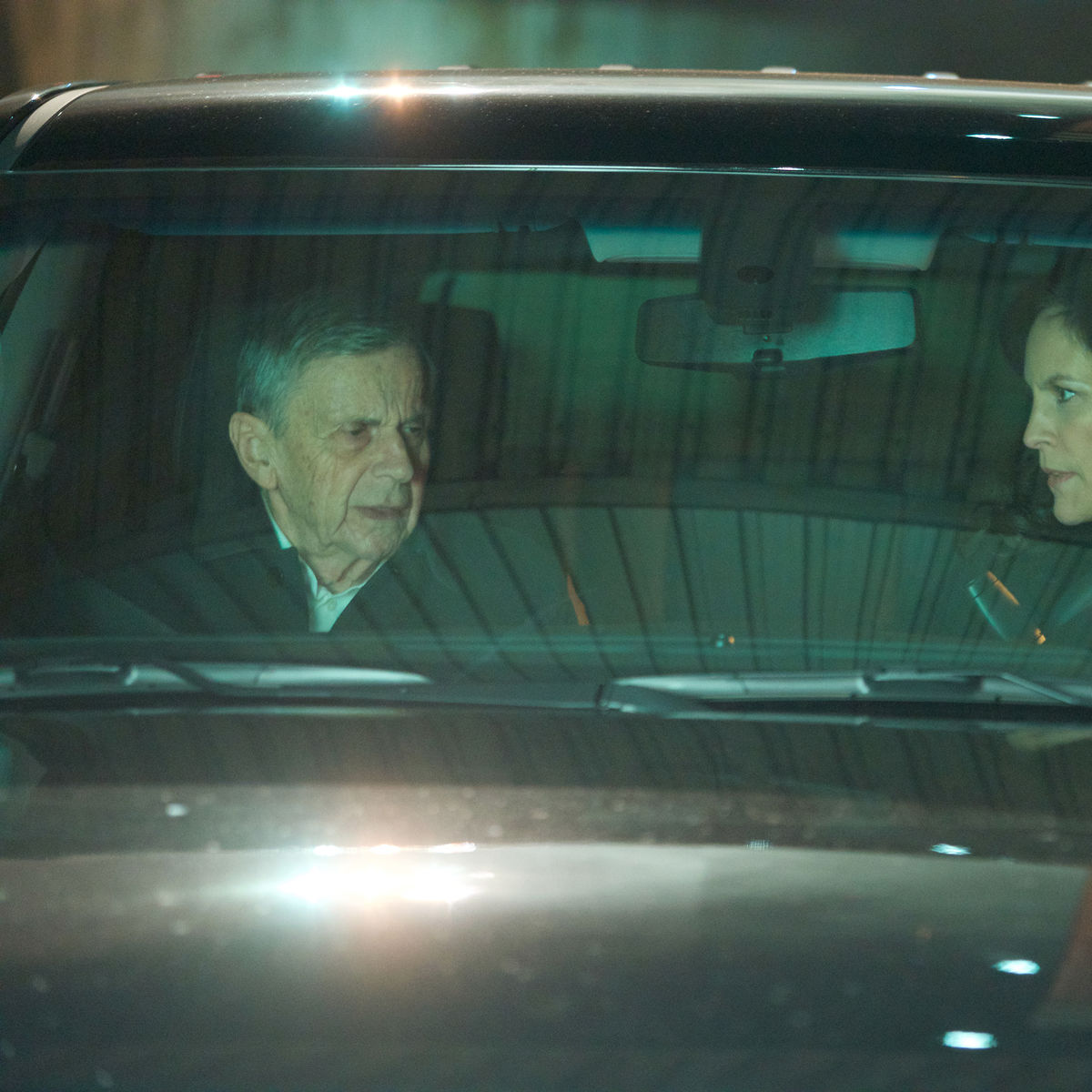 The X-Files episode 1110 - CSM and Reyes in a car