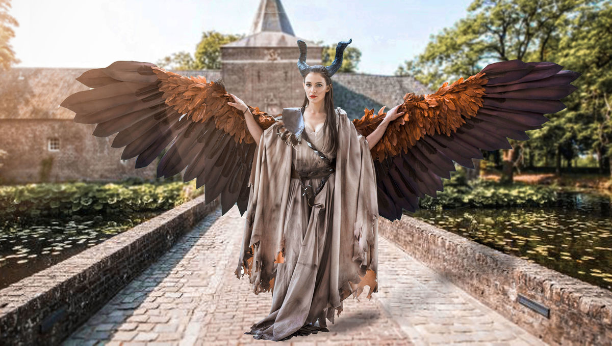 This Maleficent Cosplay With Animatronic Wings Is Just One