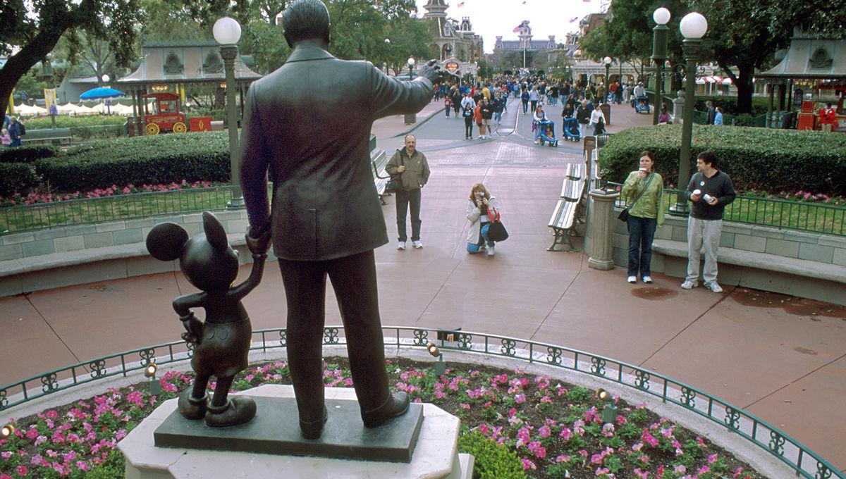Disney World Walt Disney Mickey Mouse statue