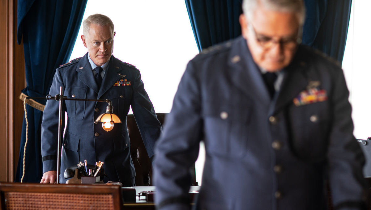 neal_mcdonough_as_general_james_harding_in_historys__project_blue_book_