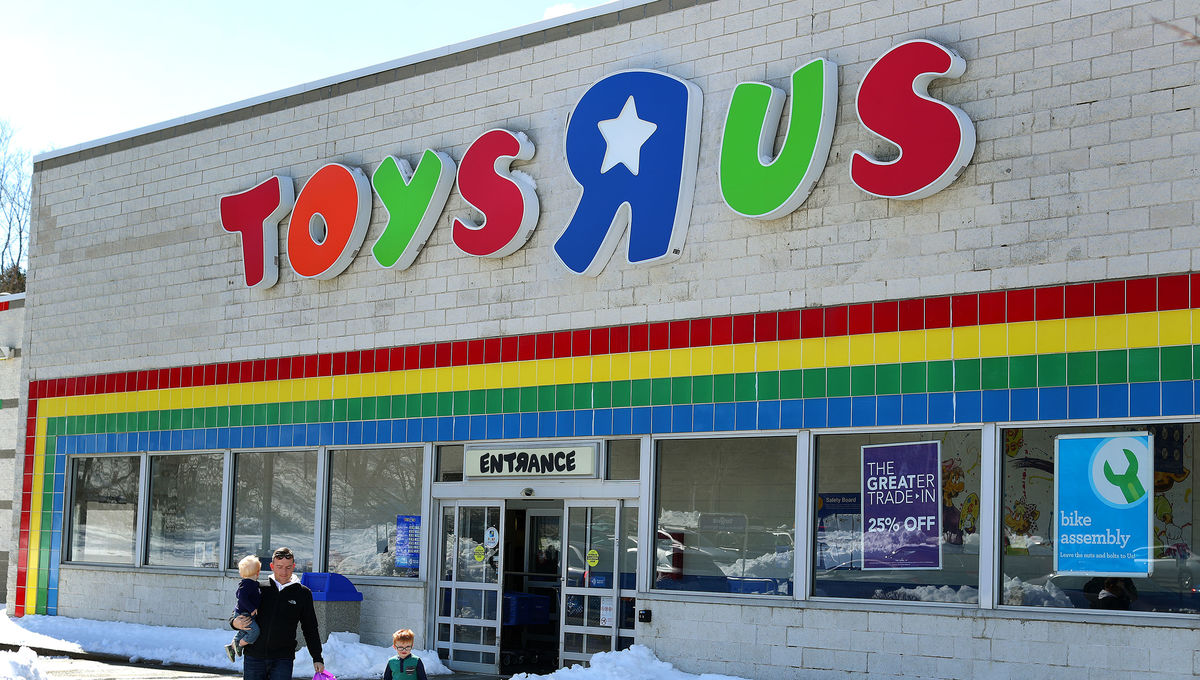 when is toys r us coming back