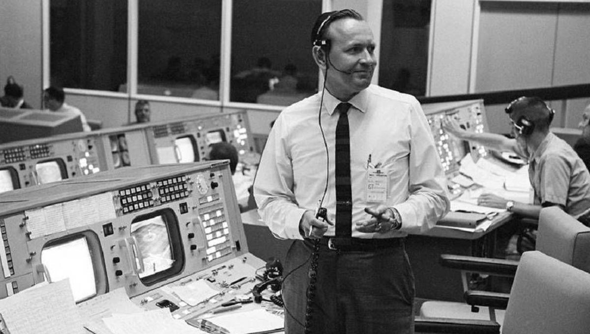 Historic NASA flight director Christopher Columbus Kraft , Jr. dies