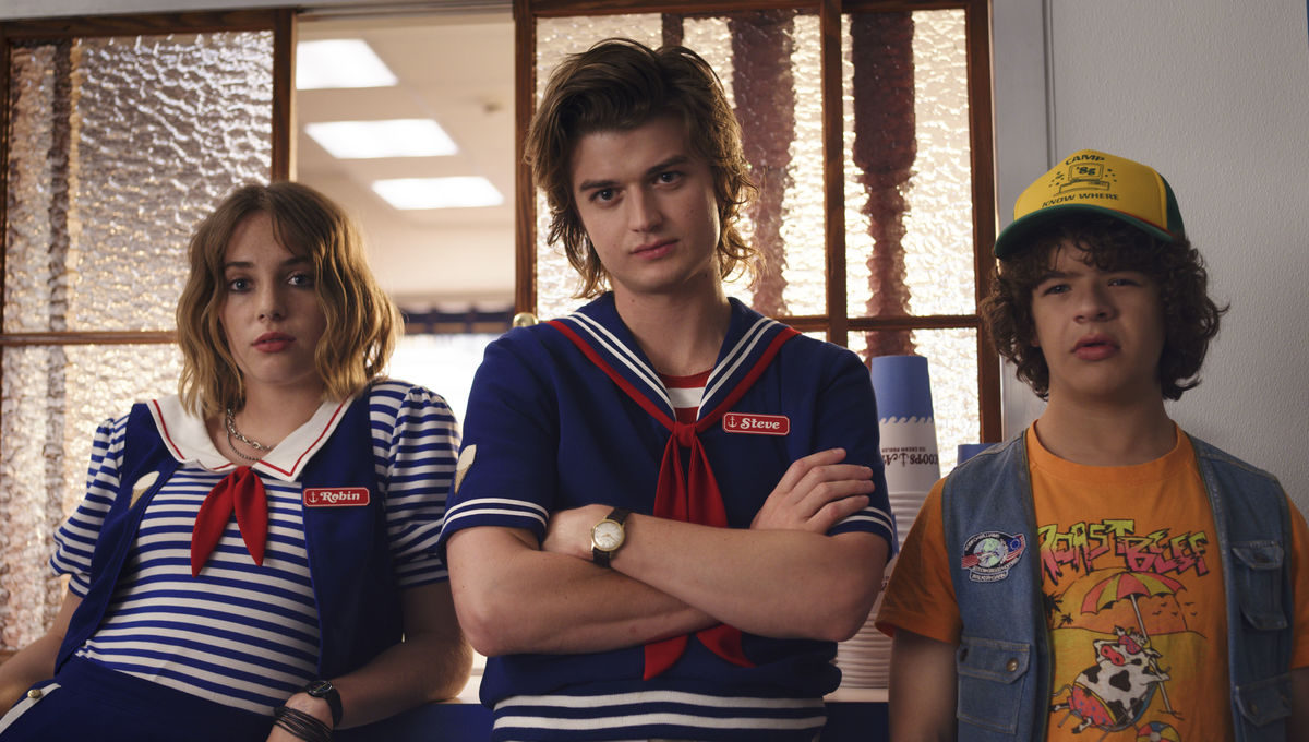 Look of the Week: The stylish Scoop Troop on Stranger Things