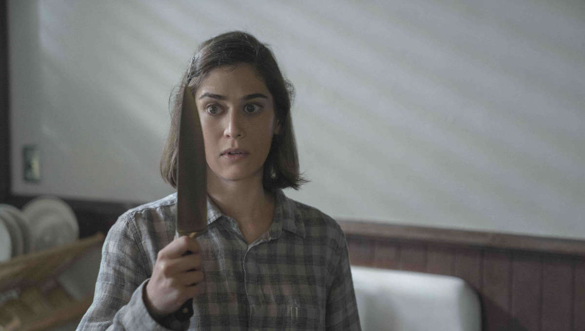 Lizzy Caplan stabs at Annie Wilkes' origin in first look at Castle Rock S2 home release