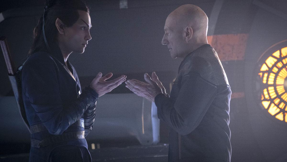 Picard's Evan Evagora says Patrick Stewart taught him a fun Star Trek set secret