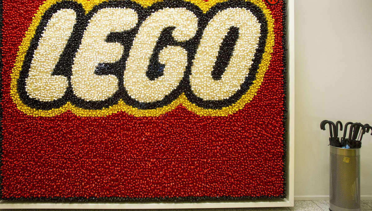 LEGO pauses advertising for police, White House sets; plans $4 million donation to non-profits