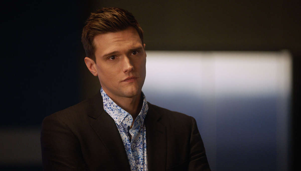 The Flash Star Hartley Sawyer Fired After Racist And Misogynistic