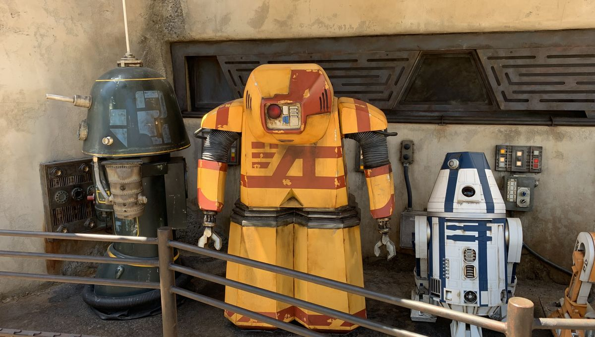 Disneyland S Star Wars Galaxy S Edge Easter Eggs Found All
