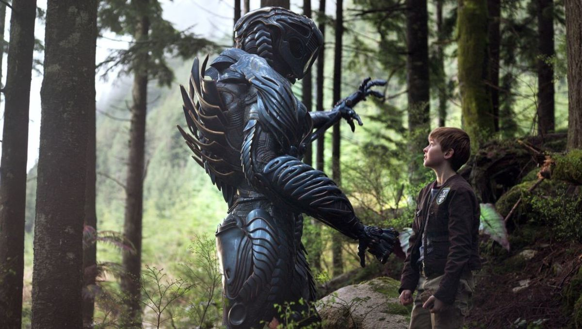Netflix responds to fans who find the Lost in Space robot hot: 'Y'all need  Jesus'