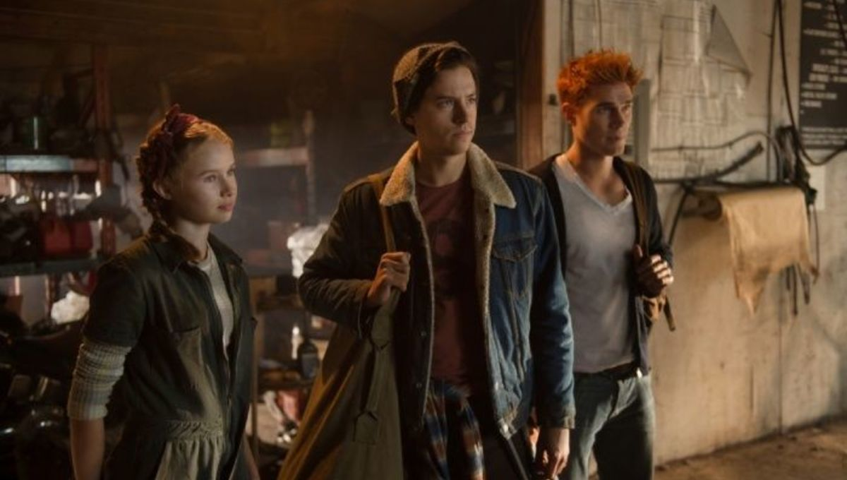 Riverdale images offer first look at Jughead's mom and sister