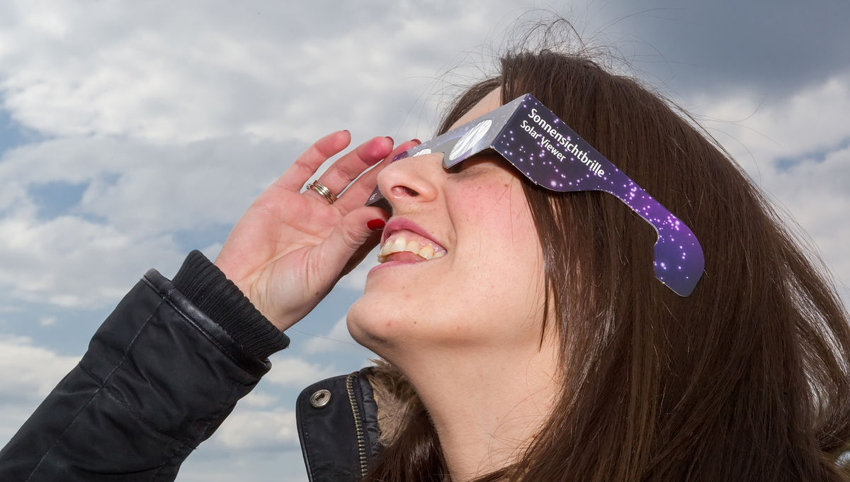 syfy.com - Phil Plait - Special report: Let your kids see the eclipse!