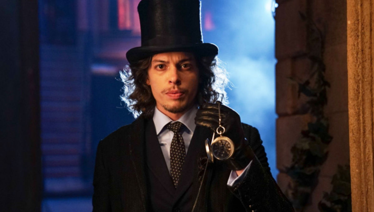 3ad7bd574a4 Gotham s Mad Hatter speaks on bending people to his will and Nygma kinship  - Blastr