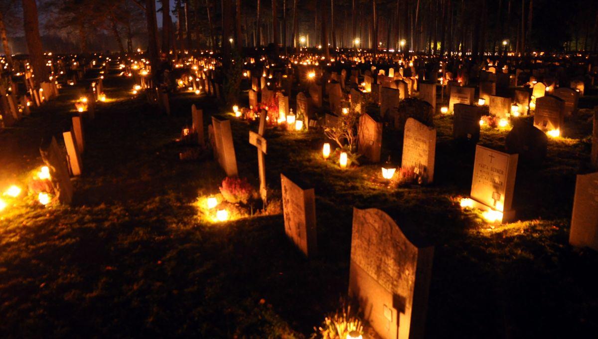 Graveyard_Candle_1.jpg